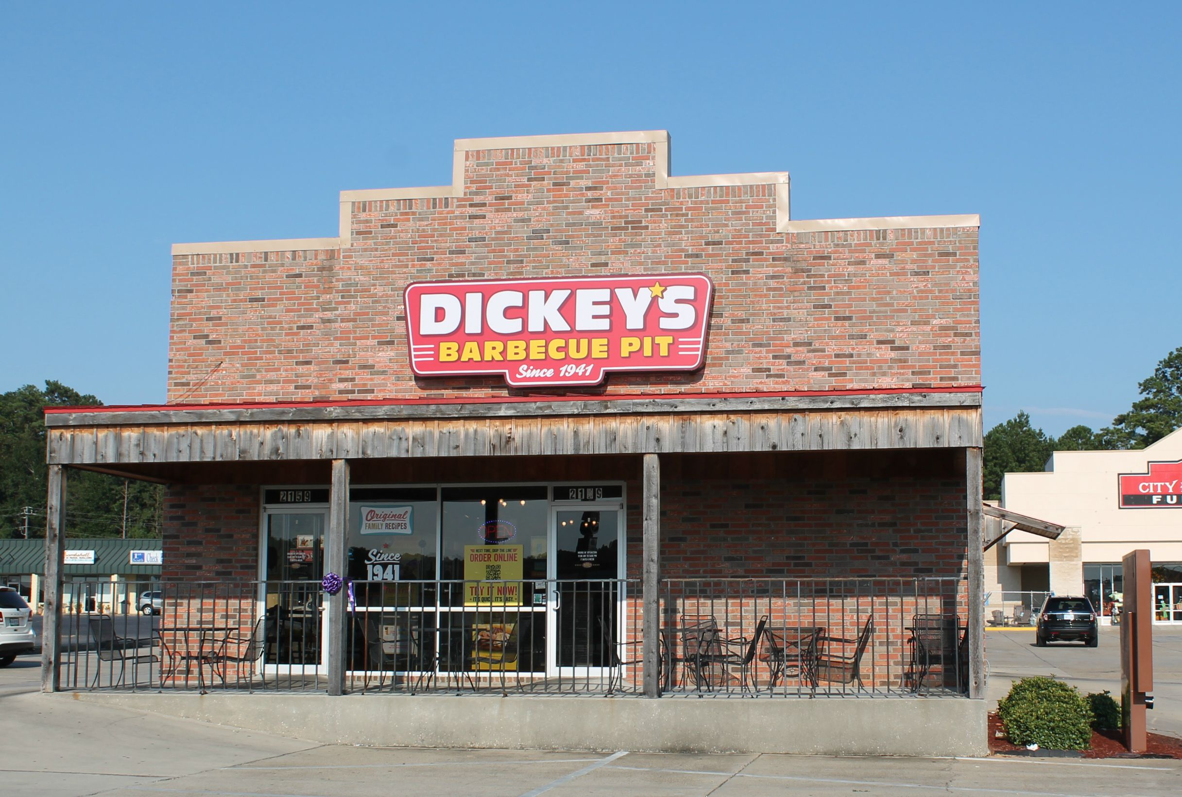 About DICKEY'S BARBECUE PIT: Dickey's Barbecue Pit is located at S MASON RD in KATY, TX - Fort Bend County and is a business listed in the categories Barbecue Restaurants, Limited-Service Restaurants, Barbecued Foods and Restaurants.