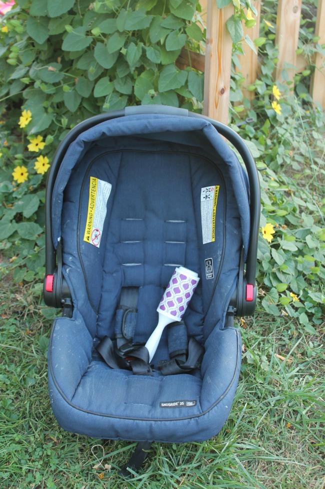 clean-the-babys-car-seat