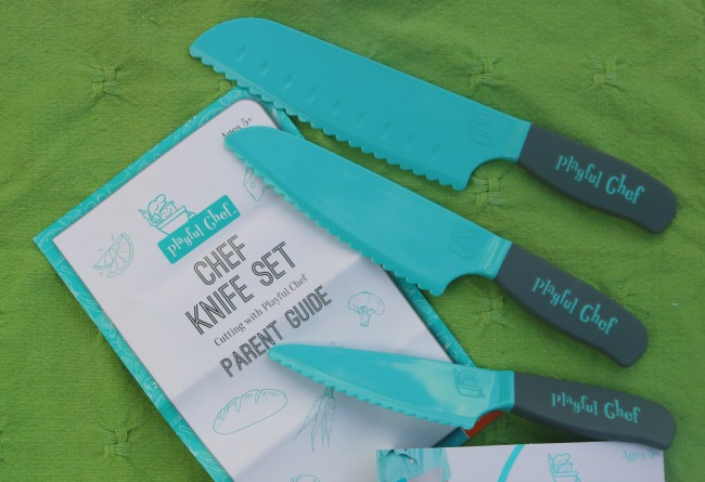 The Mindware Playful Chef Knife Set has 3 different sized knives and parents guide.